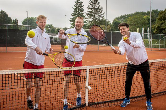 Drie tennistalenten van Markant v.l.n.r. Jesse Voorn, Rens Vogelesang en Wouter Adriaansen.