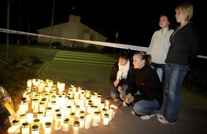 Ook de Finse schoolschutter Matti Juhani Saarisch kondigde in 2008 zijn daad op internet en in brieven aan. foto EPA