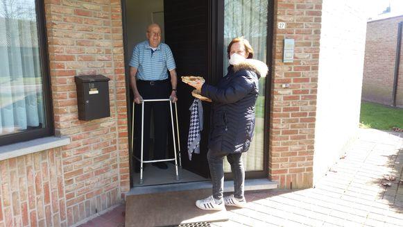 De senioren in Assenede kregen pannenkoeken aan huis.