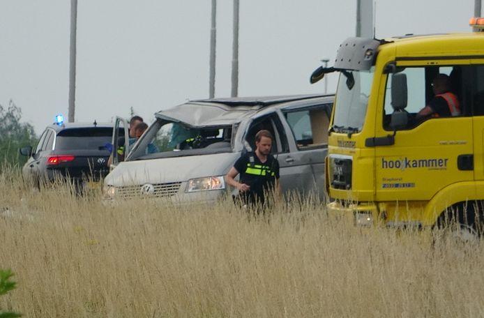 De camper raakte zwaar beschadigd bij het ongeluk op de A28 bij Meppel.