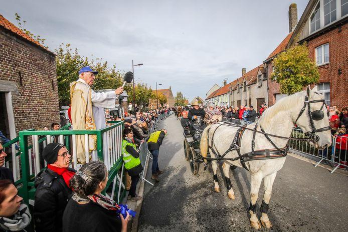 De paardenzegening vindt nu zondag plaats in Vlissegem.
