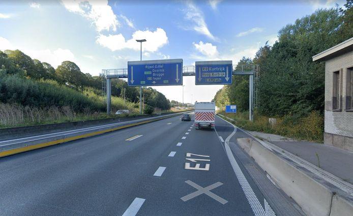 Het einde van de trajectcontrole op de E17, ter hoogte van de afrit Hoog Kortrijk.
