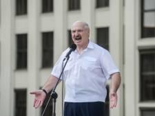 Wit-Russische dictator doet aanbod: eventueel weg na referendum