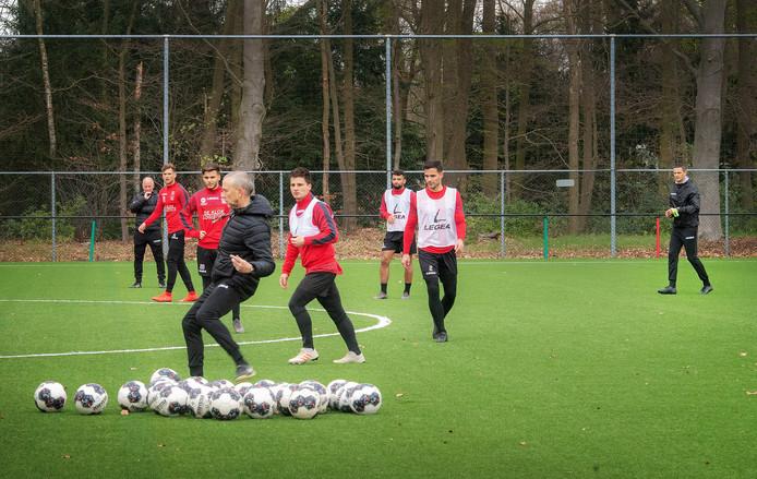 De eerste training van NEC onder het driemanschap Ron de Groot, Rogier Meijer en Adrie Bogers.