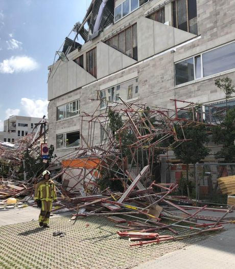 Bouwvakkers bedolven onder puin na instorten deel school in Antwerpen, één dode