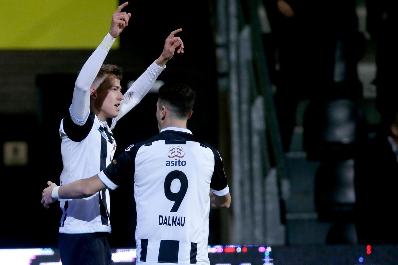 Van den Buijs en Dalmau juichen na de 3-2.