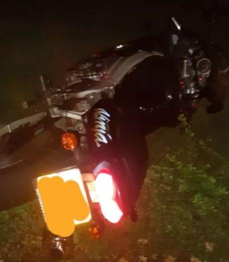 Motorrijder haalt halsbrekende toeren uit om te ontsnappen aan de politie in Heino