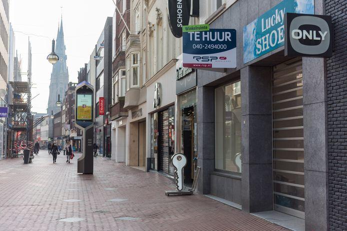 Op de Demer en Rechtestraat in het centrum van Eindhoven staat veel te huur. Deels zichtbaar door lege panden en deels onzichtbaar omdat de huidige huurder nog in het pand zit.