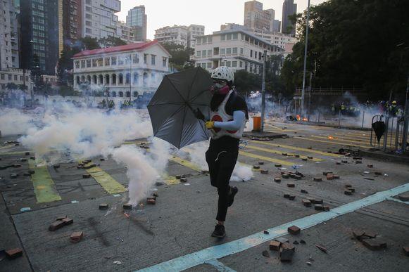Het is al weken onrustig in Hong Kong waarbij de protesten een steeds grimmiger karakter krijgen.