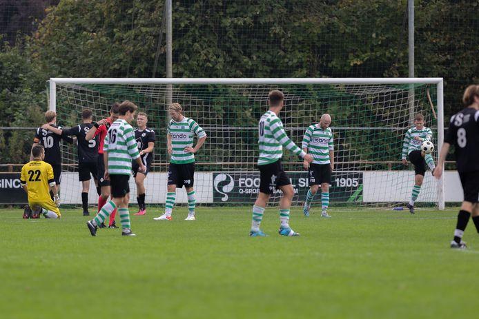 Balende spelers van Zwolsche Boys na weer een tegentreffer tegen Swift'64.
