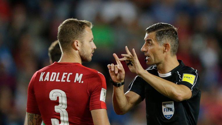 Tasos Sidiropoulos leidde vorige week nog het WK-kwalificatieduel tussen Tsjechië en Noord-Ierland. Beeld Photo News