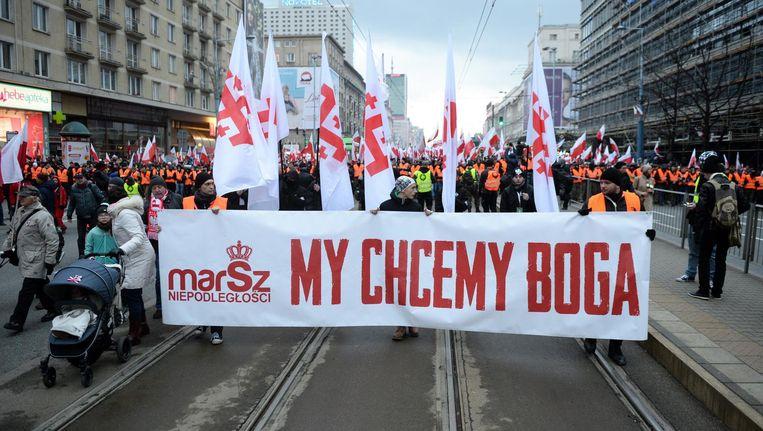 Wij willen god, staat op een spandoek dat werd meegevoerd in de mars van de onafhankelijkheid. Beeld epa