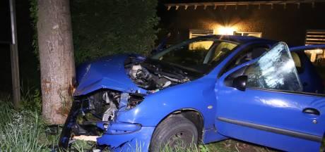 Plots rijdt er een auto de voortuin van Henri in: 'Ik schrok wakker, hoorde een enorme klap'