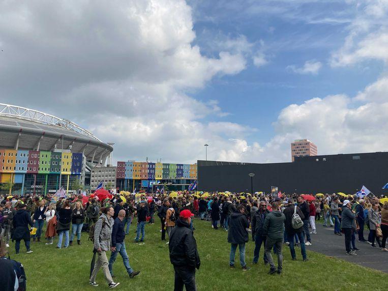 Demonstranten verzamelen zich bij het Arenapark. Beeld Parool