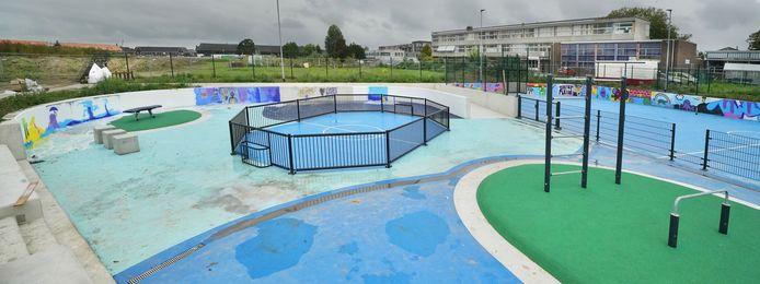 Bijna klaar: het Waterplein in Zaltbommel. Een plek waar de jeugd kan sporten, maar die ook kan dienen als wateropvang tijdens hoosbuien.
