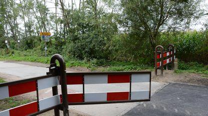 Vandalen vernielen verkeerssluis in Groenstraat