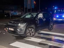 Wagen over kop na aanrijding op rondpunt Kortrijksesteenweg