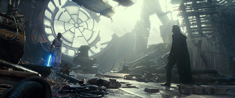 Daisy Ridley als Rey and Adam Driver als Kylo Ren in de nieuwe Star Wars. Beeld
