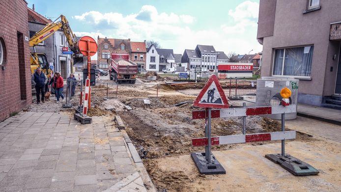 In Wijtschate wordt volop gewerkt aan de kruispunten.