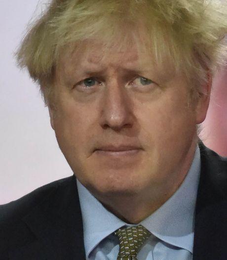 """Boris Johnson envisage de plus strictes restrictions: """"Les prochaines semaines seront plus difficiles"""""""
