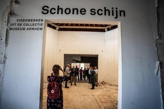 Van de schone schijn is in Museum Arnhem momenteel weinig over.
