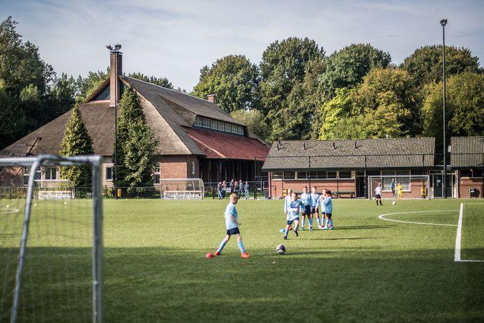 Voetbal op het bijzondere sportpark van SC EDS in Ellecom: ook volgend seizoen nog?