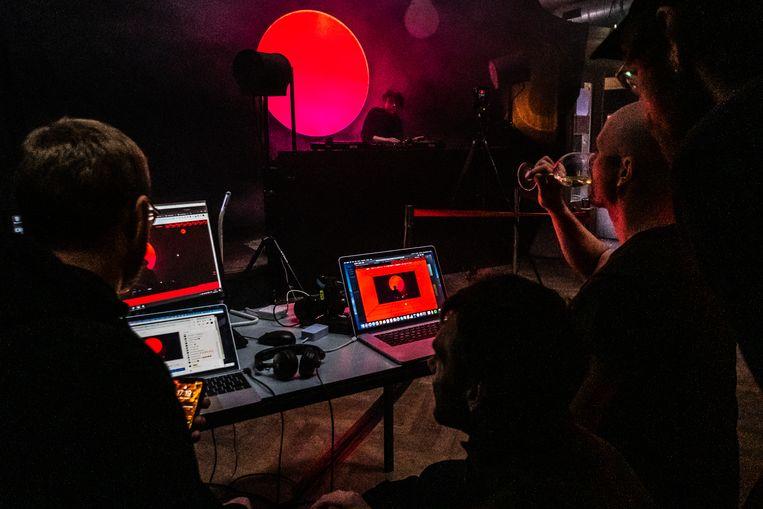 De eerste livestream van RRFM in club Radio Radio.  Beeld Joris van Gennip