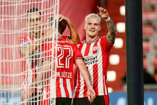 Vreugde bij de spelers van PSV na de 2-1.