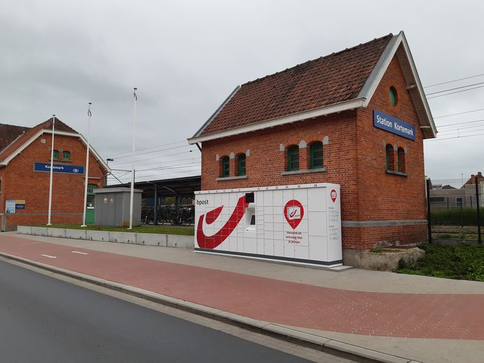 Aan het station van Kortemark staat al langer een pakjesautomaat van Bpost.