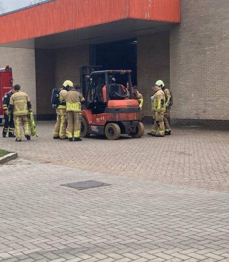 Brandweer rukt uit nadat heftruck overhit raakt in bedrijfspand in Hengelo