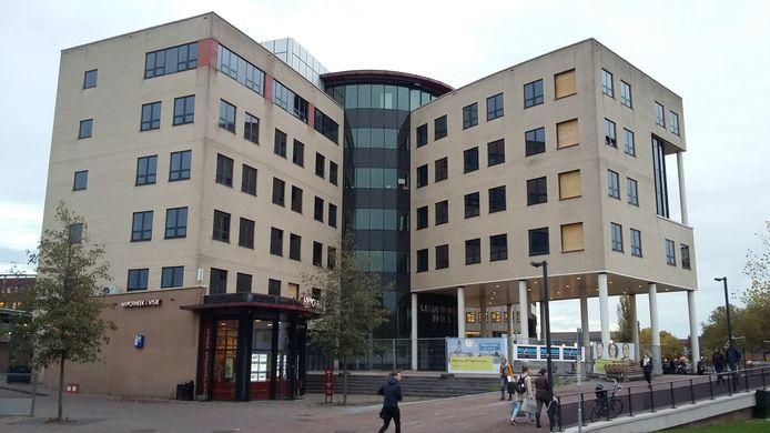 In dit pand bij het NS-station groeit ICT-bedrijf Topicus verder met honderden banen in Deventer.