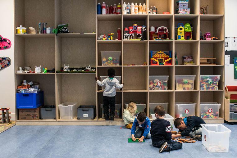 Peer-to-peerkinderopvang biedt oplossingen voor de sluiting van de scholen. Beeld Bas Bogaerts