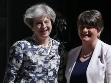 Britse premier May sluit gedoogakkoord met Noord-Ierse DUP