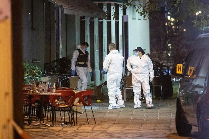 De politie doet onderzoek op één van de plekken waar geschoten werd.