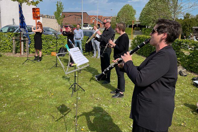 Harmonie De Burgersgilde speelde in de Pastorietuin