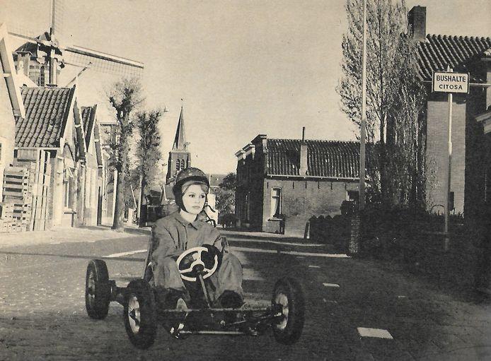 Fotomontage van Brigitte Bardot in Bodegraven ter illustratie van een reportage in het weekblad Panorama van 20 mei 1961.