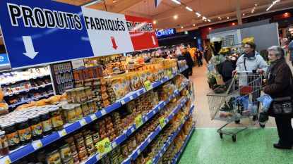 Vrouw roept 'Allahu Akbar' en valt mensen aan met breekmes in Franse supermarkt