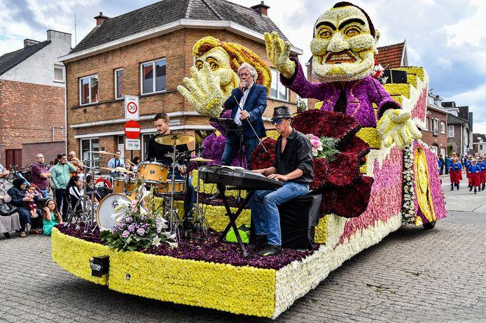 Corsogroep Wonderland koost voor Schlagers en liet artiest John Woolley een medley van Vlaamse songs zingen.