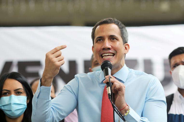 De Venezolaanse oppositieleider Juan Guaidó spreekt de pers toe. Archiefbeeld. Beeld REUTERS
