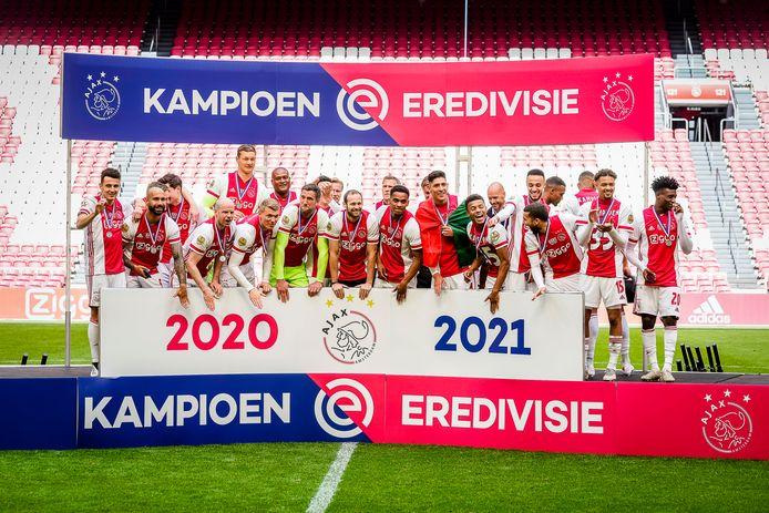 Ajax viert feest in de Johan Cruijff Arena.