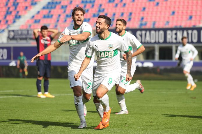 Vreugde bij middenvelder Manuel Locatelli  en spits Francesco Caputo van Sassuolo.