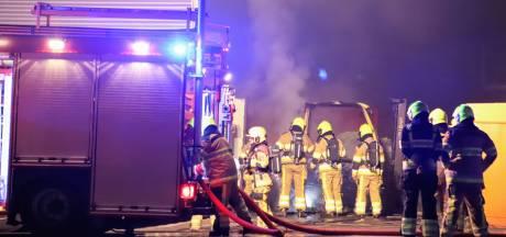 Oplettende vrachtwagenchauffeur voorkomt grote brand op bedrijventerrein in Tiel