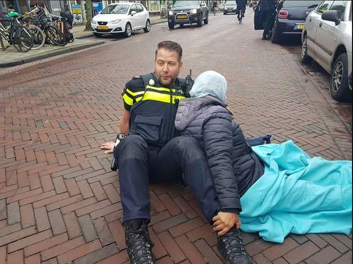Politieman Allard Marsie is een van de helden die vandaag wordt beloond.