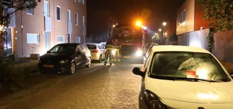 Geparkeerde auto's blokkeren weg voor brandweer: rode kaart voor eigenaren