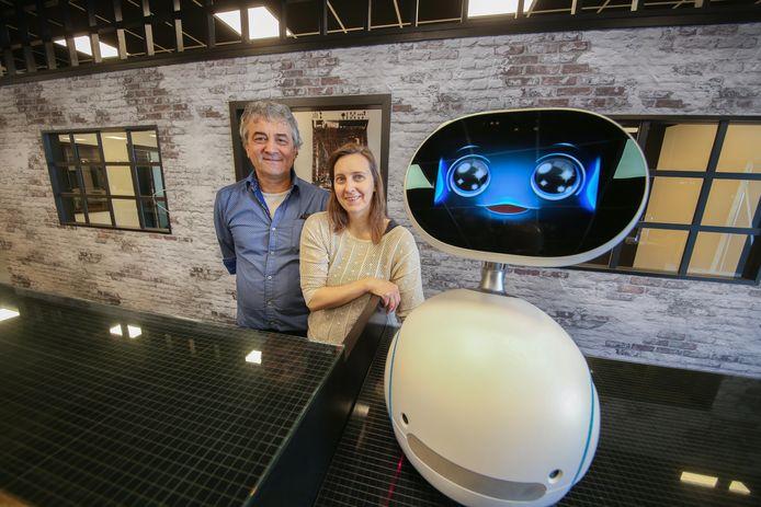 Elie en Esmeralda Declercq startten 20 jaar geleden computerwinkel 'de Computerfabriek'.