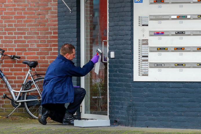 Sporenonderzoek aan de Generaal Reijndersweg in Eindhoven na een dodelijke vechtpartij tussen twee Somaliërs.