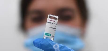 Nederland stopt vaccineren met AstraZeneca bij mensen onder de 60 na advies Gezondheidsraad
