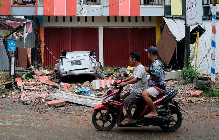 Schade na de aardbeving in Mamuju op Sulawesi. Beeld AP