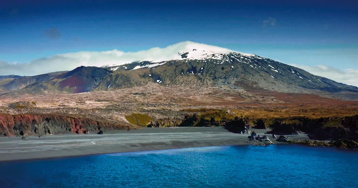 IJsland, sinds het opheffen van de coronamaatregelen een populaire bestemming voor toeristen. Vanaf morgen worden nieuwe beperkingen ingevoerd.