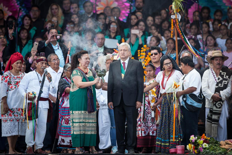 President López Obrador van Mexico neemt deel aan een traditionele ceremonie op het Zócalo-plein in Mexico-Stad. Beeld Getty